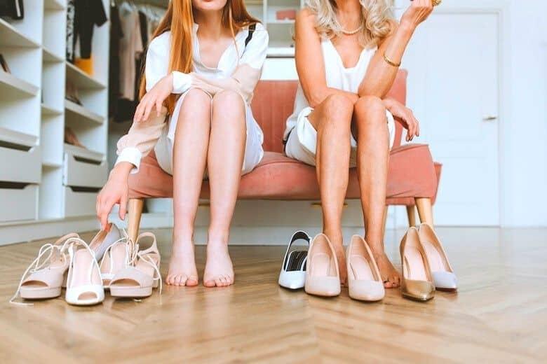 2 women choosing shoes